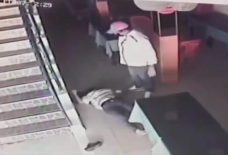 【閲覧注意】街の監視カメラが捉えた夫婦喧嘩、とんでもない末路を迎える(動画あり)