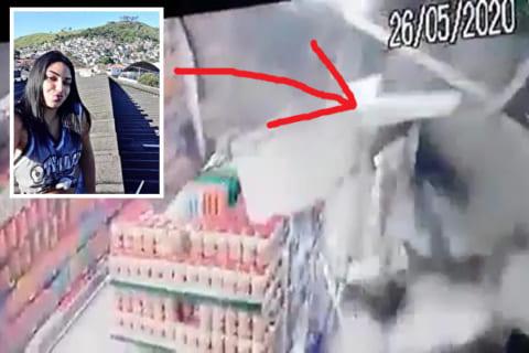【動画】お店の屋根の上で自撮りしてた少女、お店を倒壊させてしまうwwwww