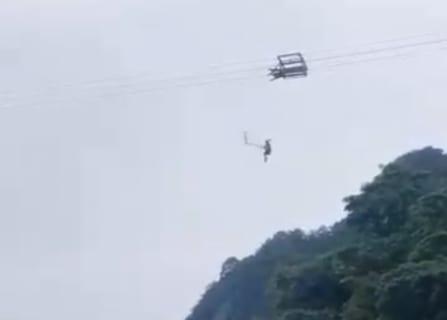 【中国】高さ100mの谷を横断するジップラインで落下死の瞬間…!世界中で話題の動画