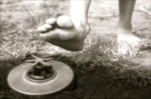 【閲覧注意】人をあえて殺さない「対人地雷」、エグすぎる(動画あり)