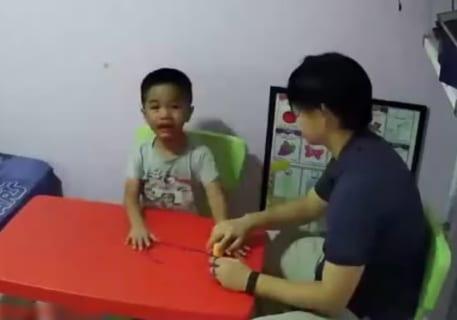 【狂気】心理カウンセラー、自閉症の子供にブチ切れてしまう・・・(動画)