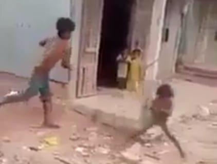 【閲覧注意】近所の家の児童虐待を撮影した。これその内殺されるだろ