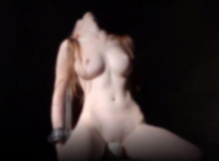 【動画】拘束され電マの上に座らされた白人美女、ガクガクで絶頂してしまうwww