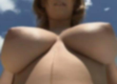 【動画】海で彼氏とセ○クスしたくて溜まらない褐色ギャルが発見されるwwwww