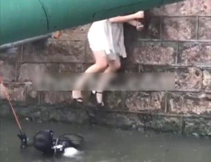 【閲覧注意】カチカチの美少女が川から引き上げられる。まるでホラー映画のよう