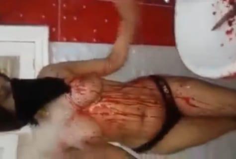 【閲覧注意】裸の巨乳少女の斬首映像が流出。常軌を逸してる