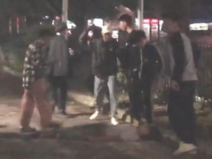 【衝撃映像】ヤンキー高校生が集団喧嘩で殺人を犯してしまう瞬間がヤバイと話題に