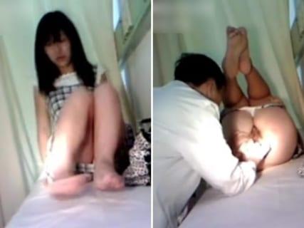 【動画】女の子の肛門科の診察。エロすぎる、これ男性医師でいいのかよと話題に