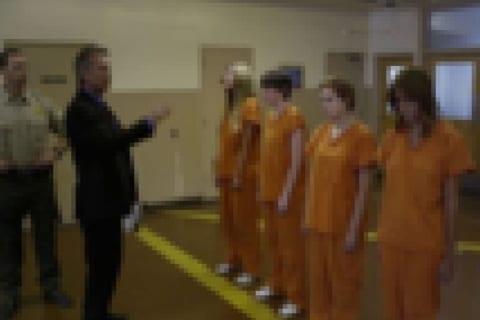 【鬼畜】女子刑務所で、女囚人が男の看守にやられてる事をご覧ください…