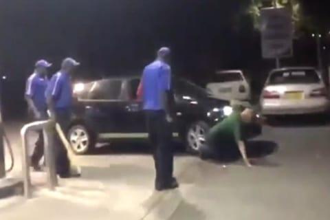 【衝撃映像】アフリカで白人が黒人を「サル」って呼んだ結果・・・