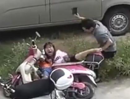【閲覧注意】中国人がどれだけぶっ壊れてるかよく分かる動画