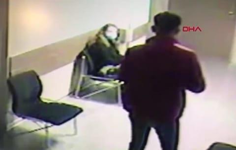 【閲覧注意】手術室の前で待つ彼女。彼氏が「死亡した」と聞いた瞬間自殺(動画)