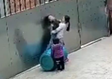 【閲覧注意】姉弟と遊んでた3歳の息子が死んだ。監視カメラには恐ろしいものが映っていた