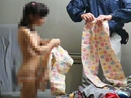 【閲覧注意】幼女が裸にされ・・・恐ろしい画像が流出