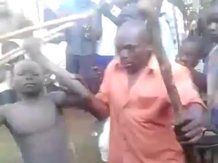 【超!閲覧注意】アフリカの部族「え!?おまえ包茎じゃん!!ちょっと来い…」(動画あり)