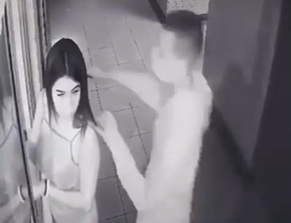 【閲覧注意】性風俗嬢を記録した監視カメラ。今からめっちゃ怖い事が起こる…