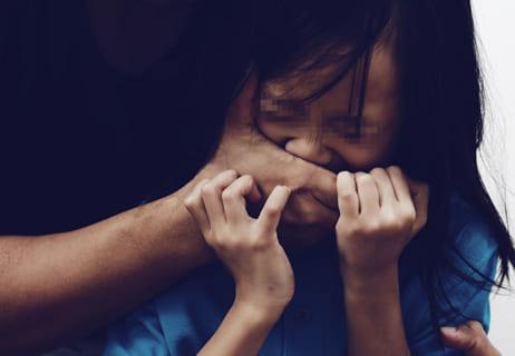 【動画】行方不明だった13歳の少女、レ◯プされる寸前で発見される