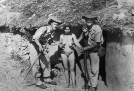 """【閲覧注意】第二次世界大戦の """"全裸女性"""" の写真、闇が深すぎる…(画像)"""