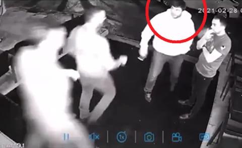 【衝撃】街中でDQN2人がロシア人に喧嘩売る ⇒ 3秒で2人共KOされる映像が凄すぎる