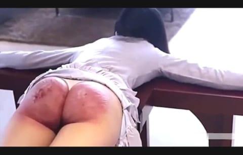 【閲覧注意】下半身裸のアジア人女性への拷問、さすがにヤバイ(無修正動画あり)