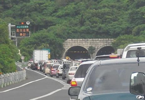 【閲覧注意】トンネルが渋滞してる ⇒ その先に、恐ろしい光景が広がっていた…