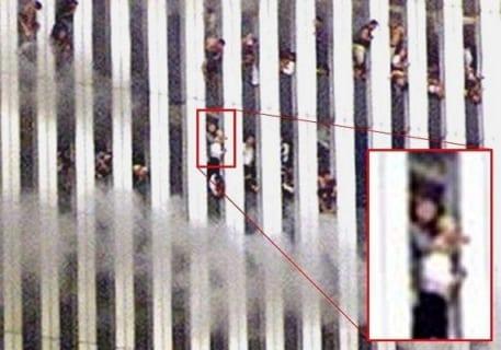 """【閲覧注意】9.11 アメリカ同時多発テロの """"新しく公開された写真"""" がヤバすぎる"""