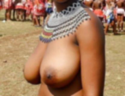 この裸部族女子の身体がエロすぎて村の男全員を勃起させるレベル