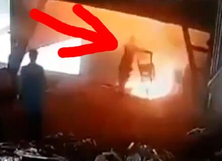 【恐怖映像】工場作業員、ミスって1000℃の溶融炉に落ちた瞬間こうなる…
