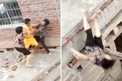【衝撃映像】兄弟喧嘩を止めようとしたママ、勢い余って死ぬ(動画あり)