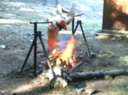 【閲覧注意】女性が生きたまま丸焼きにされてる映像。これは伝説クラス